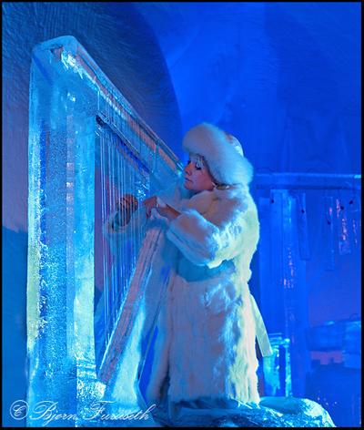 Sisdel Walstad plays the ice harp (photo Bjørn Furuseth)